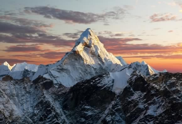 Kína lezárta a Mount Everestet