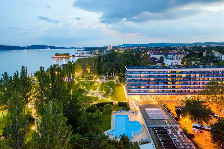 Öt szállodát, köztük a Hilton is újranyitja a Danubius és az Ensana